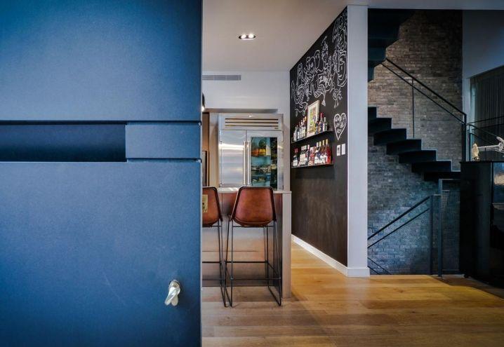 17 migliori idee su bancone in legno su pinterest for Sgabelli per negozi