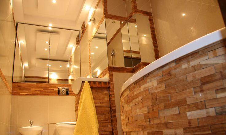 """Noclegi w Apartamencie Dragon II Apartament Dragon II składa się z 3 sypialni , salonu z aneksem kuchennym i łazienki o łącznej pow. 75m2. Wyposażenie: TV LCD 42"""", kuchnia elektryczna, piekarnik, mikrofala, lodówka,czajnik bezprzewodowy, pralka, suszarka, żelazko, deska do prasowania, pełen zestaw naczyń i sztućców. Internet szerokopasmowy bezpłatnie. Apartament przeznaczony jest dla max. 8osób. http://www.elblagnoclegi.pl"""