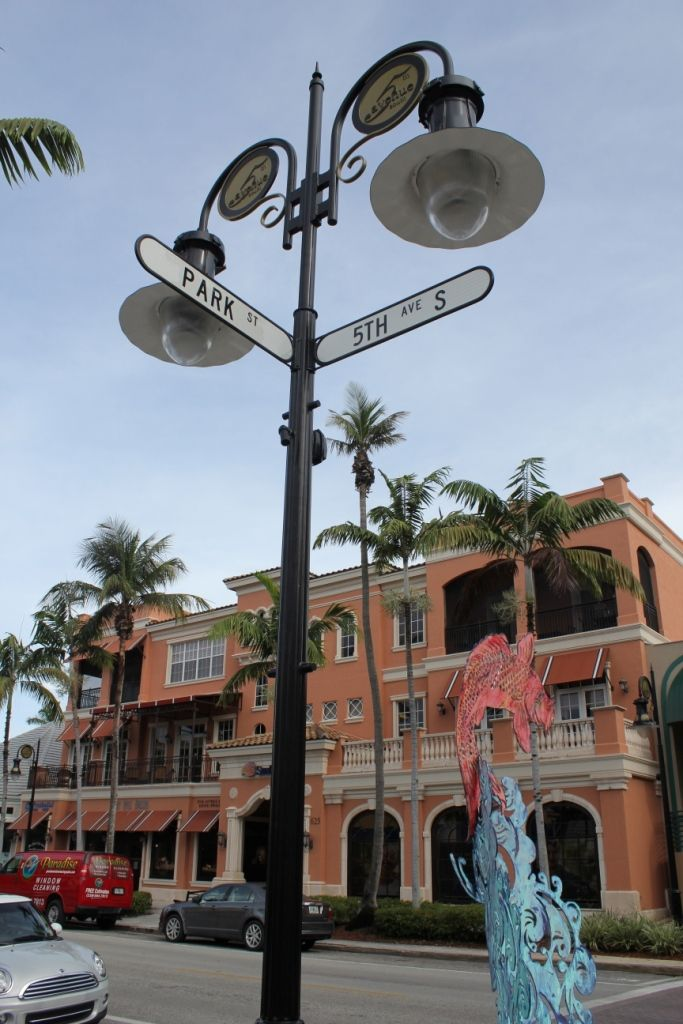 Must Do Visitor Guides | Naples shopping Fifth Avenue South in Naples, Florida.  MustDo.com