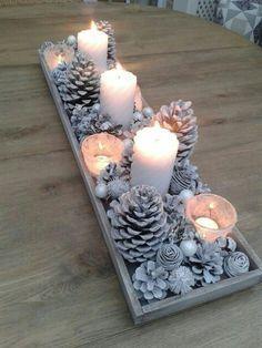 déco de noël avec bougies et pommes-de-pin