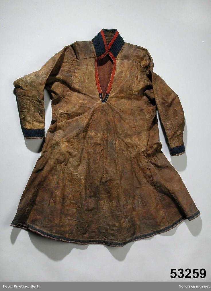Mans sválltja inkom 1886 Jokkmokks lappmark. Suede Saami kirtle submitted in 1886