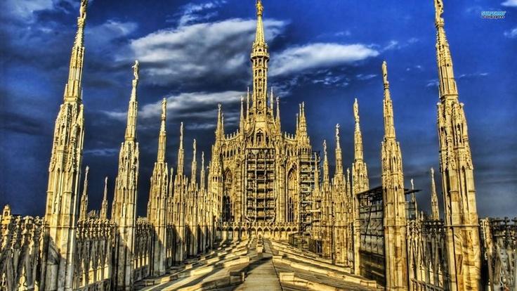Het dak van de Dom van Milaan in het laatste daglicht....