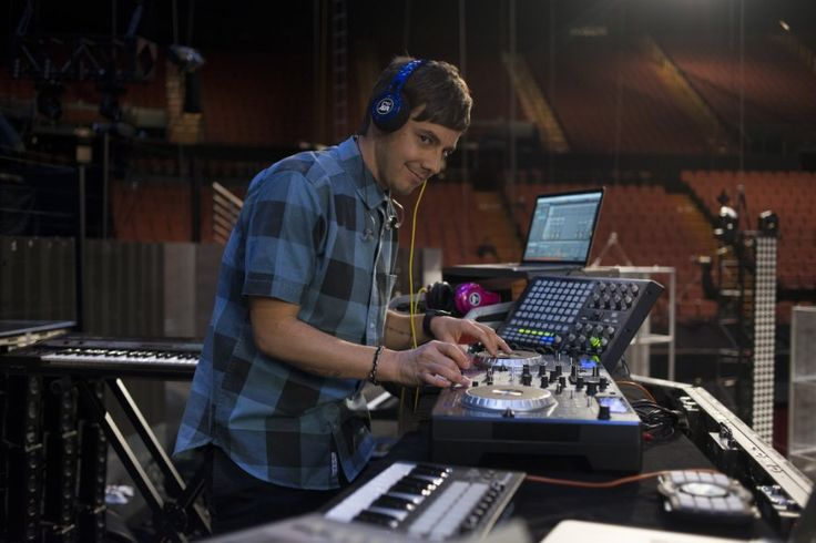 Jorma Taccone in Popstar Never Stop Never Stopping
