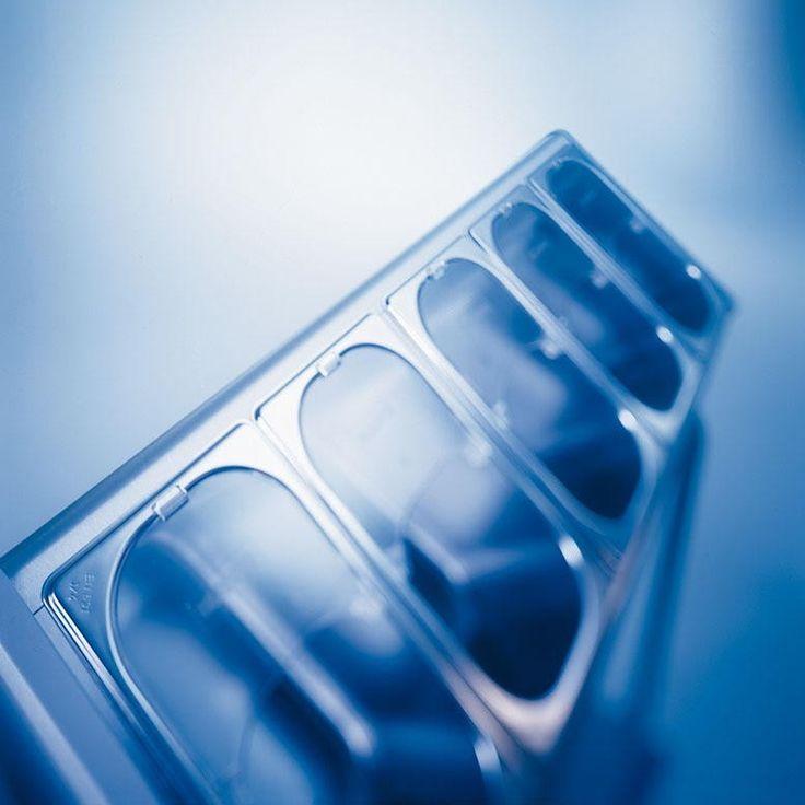 GTARDO.DE:  Edelstahl Besteck-Tablettwagen, 5 Besteckbehälter, Serviettenspender, 900x600x1270 mm 990,00 €