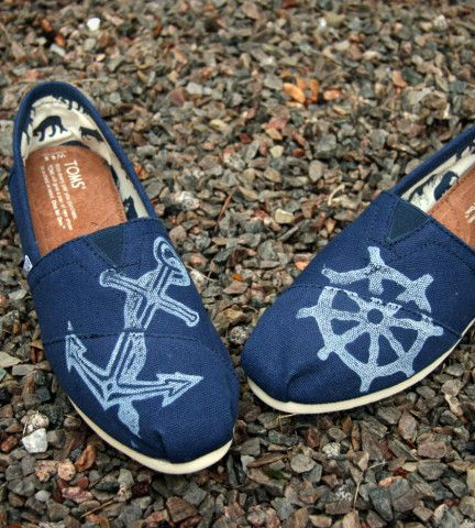 Nautical Tom Flats. All I need is one cheap pair of navy blue flats, discharge paste, and freezer paper. This is going to be great.