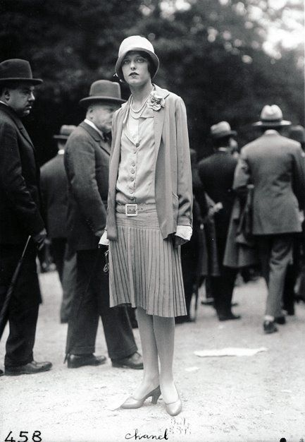 Yola Letellier, wearing Chanel, at the Grand Prix  photo by the seeberger brothers: Coco Chanel, Vintage, 1920 S Fashion, 1920S Fashion, Roaring 20S, 20S Style, Frères Séeberg, Chanel Suit, Seeberg Brother
