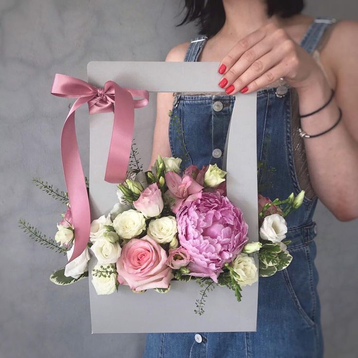 """108 Likes, 1 Comments - Цветы, Букет Владивосток (@etoleto_flowers) on Instagram: """"Нашим клиентам понравилась новая упаковка для цветочной композиции, удобно, практично, подходит для…"""""""