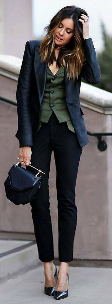 colete de alfaiataria + blazer de couro. Esta sobreposição ficou cool e elegante, amei o look!