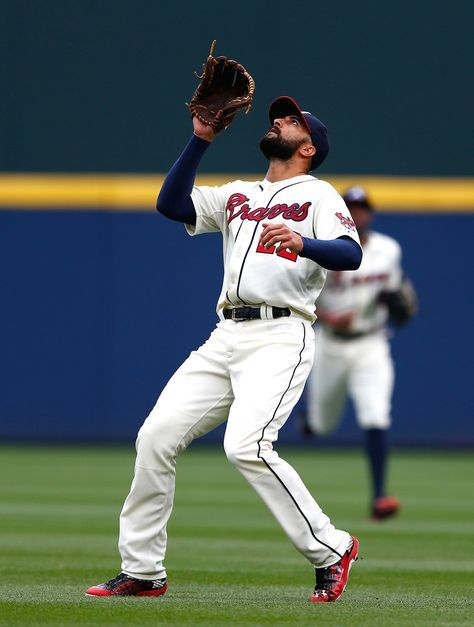 Nick Markakis Photos Photos - Nick Markakis #22 of the Atlanta Braves in action against the New York Mets during the Braves opening series at Turner Field on April 12, 2015 in Atlanta, Georgia. - New York Mets v Atlanta Braves