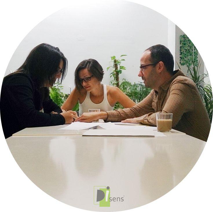 Comenzamos la semana con una reunión del equipo para organizar el plan de trabajo de esta semana. Feliz lunes!