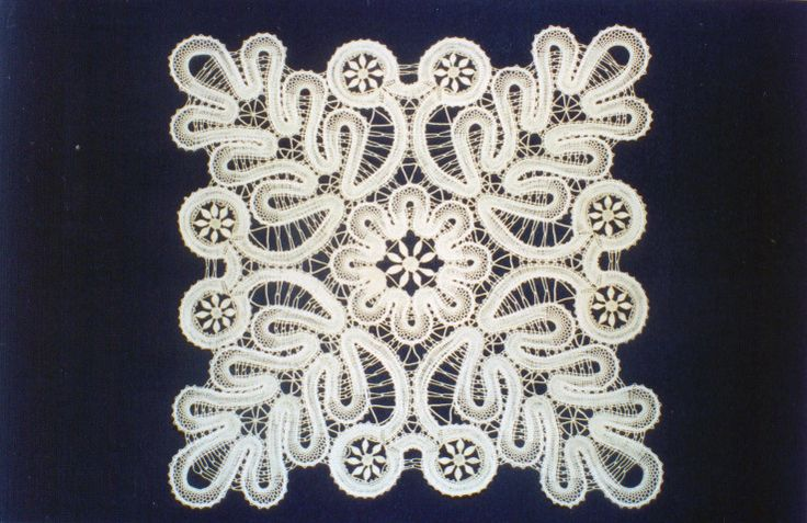 Bobbin tape lace example