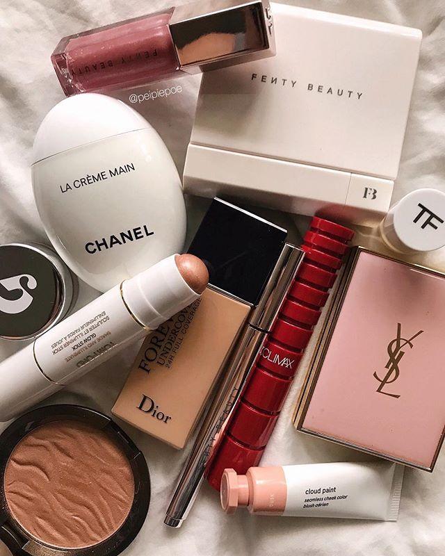 #makeup #beauty #eyeshadow #eyeshadowlooks #makeupflatlays #makeupphotography #luxurymakeup #affordablemakeup #makeupjunkie #makeupporn #makeuphoarder #beautyaddict Charlotte tilbury, luxury makeup, sephora, huda beauty, natasha denona, kyliecosmetics, kkw, contouring, baking, highlighter, blinding highlighter, jaclyn hill, nikki tutotials, jefree star, holygrail products, wishlist, makeup wish list, halo eye, glitter, sparkle, beauty blogger, beauty blog, the makeup aficionado, makeup junkie, m