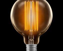 EDISON-žiarovka-SHINES-je-mohutného-okrúhleho-vzhľadu1