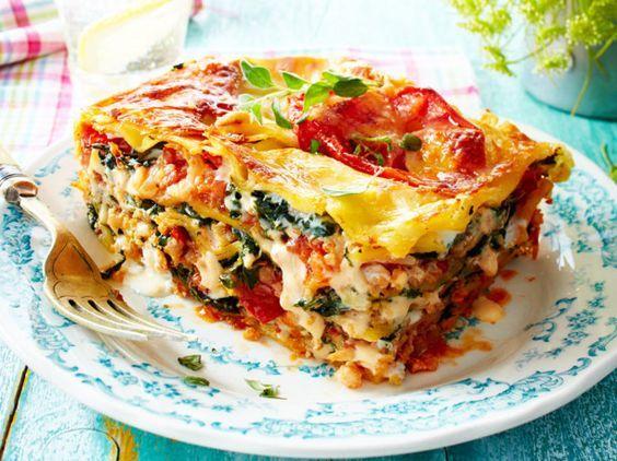 """Unser beliebtes Rezept für Lasagne mit """"Blumenkohlhack"""" und Spinat und mehr als 55.000 weitere kostenlose Rezepte auf LECKER.de."""