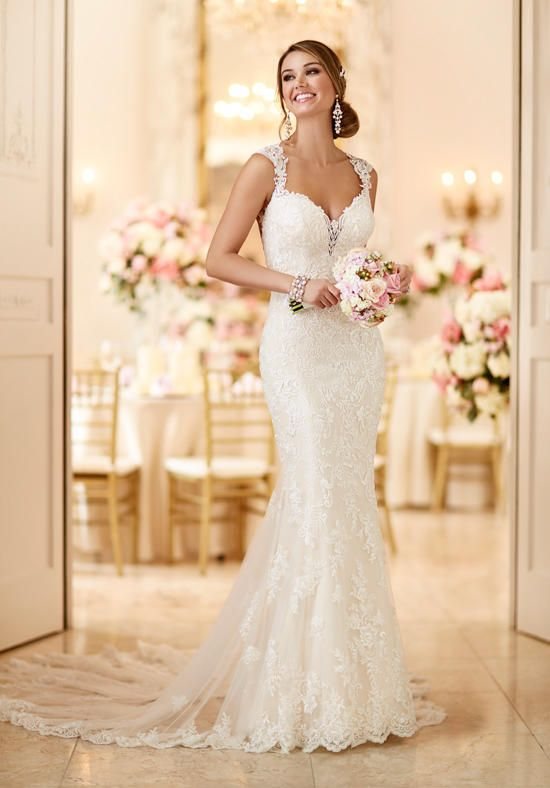 Wedding dress sweetheart neckline lace up back riding