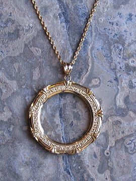 this makes me smile so hard: stargate necklace!!!