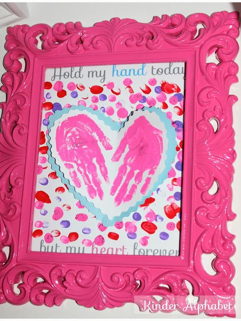 A great take-home Valentine's Day craft for mom from @Lidia Barbosa #teachercreativity: Valentine'S Day, Hands Prints, Valentine Day Crafts, Gifts Ideas, Valentine'S S, Valentines Day Crafts, Valentine Day Gifts, Valentines Day Gifts, Mom