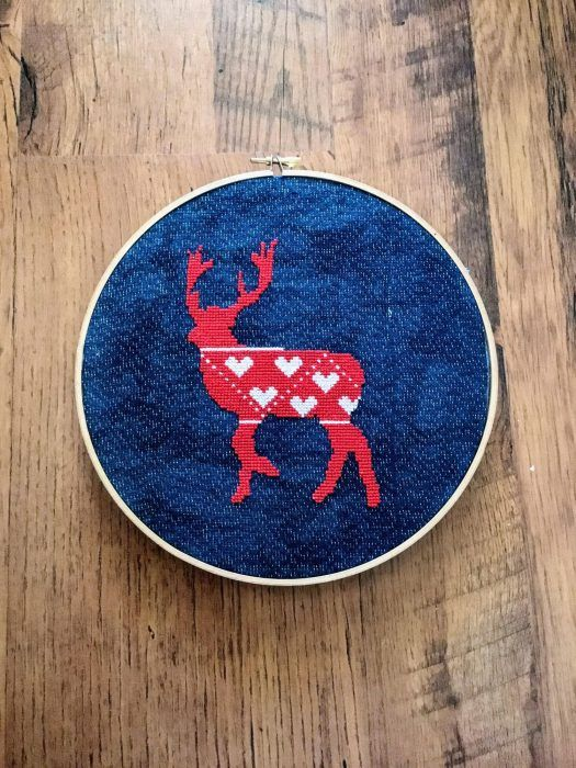 I'm definitely having a love affair with all things Nordic and knitted this Christmas. So with that in mind I made this Nordic stag design for you to get into the spirit too. I love the Scandi Christmas red and white colour scheme against the black background.