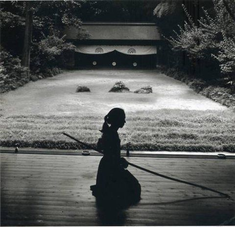Then in fact theres nothing to aim at i find it works well with women too japanese archery kyudo photo