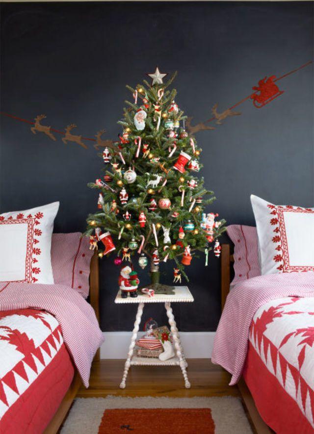 21 Creative Christmas Tree Decoration Ideas 33