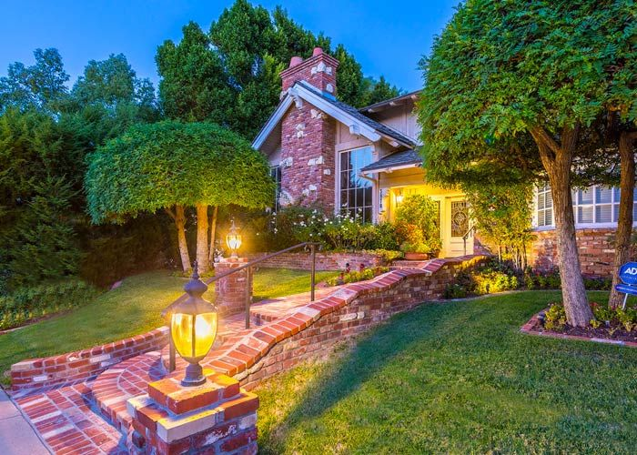 """Fan of """"Drake and Josh""""? The Home From This Nickelodeon Show Is For Sale https://www.homes.com/blog/2018/02/fan-of-drake-and-josh-the-home-from-this-nickelodeon-show-is-for-sale/?utm_campaign=coschedule&utm_source=pinterest&utm_medium=Homes.com&utm_content=Fan%20of%20%22Drake%20and%20Josh%22%3F%20The%20Home%20From%20This%20Nickelodeon%20Show%20Is%20For%20Sale"""