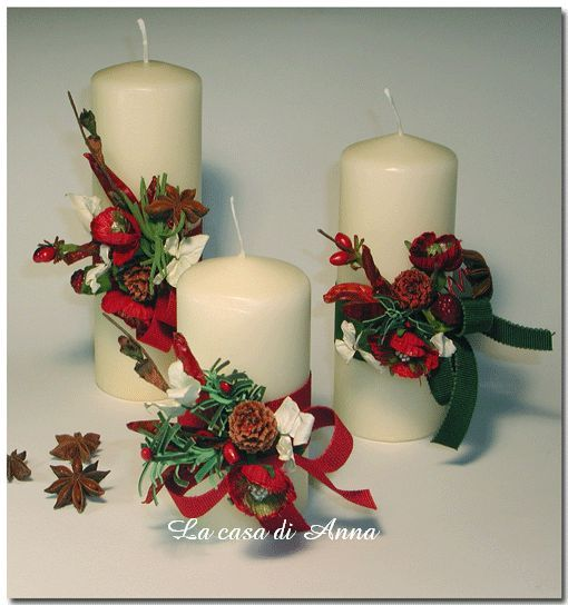 Un modo semplice di decorare candele. Miscelare elementi naturali con quelli sintetici, nastri di stoffa e colore ... tanto colore. Passare un nastro intorno alla candela ed incollare il decoro. E ...