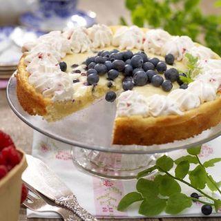 Vit kladdkaka med blåbär