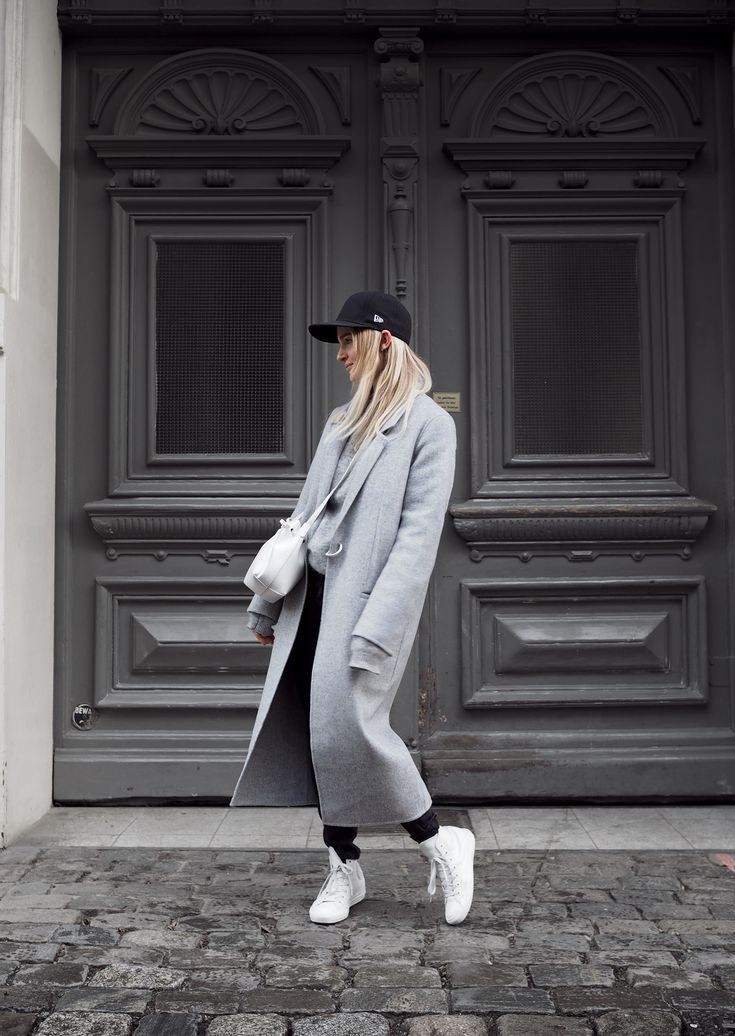 New Era fitted cap, Acne Studios coat and knit jumper, Mansur Gavriel bucket bag. Via Mija