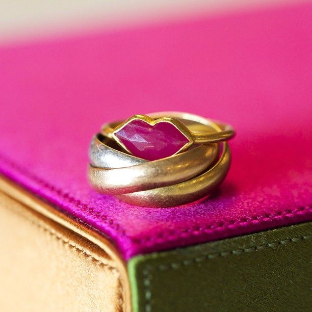 NEW: These hot lips in @veepost's jewellery box give us a warm welcome. Take a look inside on lovegold.com. #LoveGold #VirginieDhello #VeePost #rings