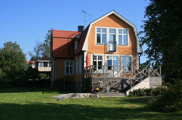 Villa in Stockholm by a lake, and only 15 minutes to Stockholm city.
