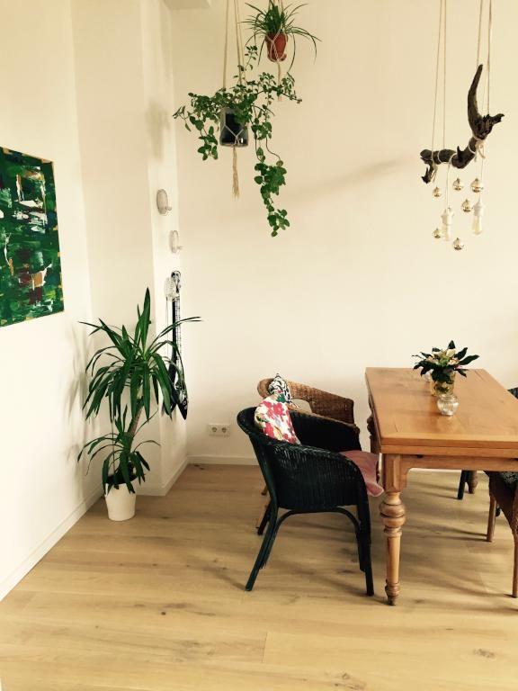 Schöner Essbereich Mit Cooler DIY Lampfe Aus Ast, Christbaumkugeln Und  Glühbirnen. #Esszimmer