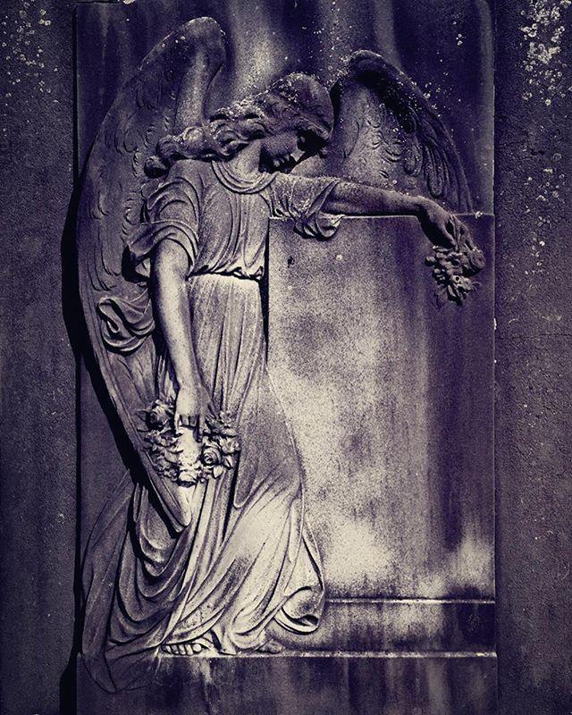 Photography by Frank Brandwijk I 'Angel in Grief' 'Grave' 'Zingem, Belgium'