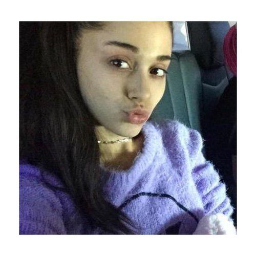 Irreconocible Ariana Grande sin maquillaje