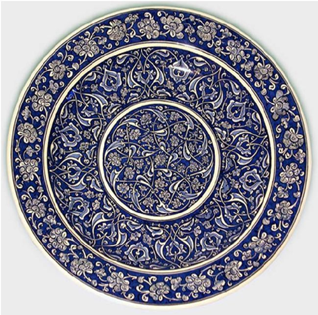 Charger with rumi motif and fig leaves, Iznik, 1480, 40 cm. Gemeentemuseum Den Haag.