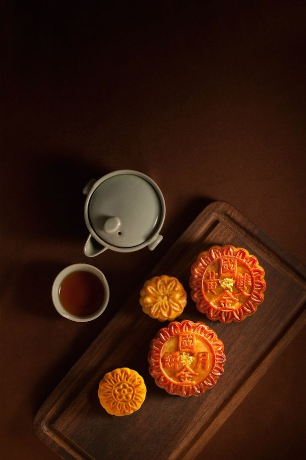 Mooncake Madness! The Best Mid-Autumn Treats Source: http://www.sassyhongkong.com/mooncakes-mid-autumn-hong-kong-eatdrink/