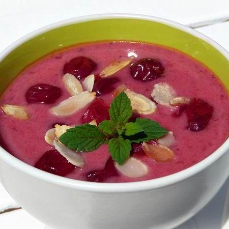 Egy finom Krémes meggyleves ebédre vagy vacsorára? Krémes meggyleves Receptek a Mindmegette.hu Recept gyűjteményében!