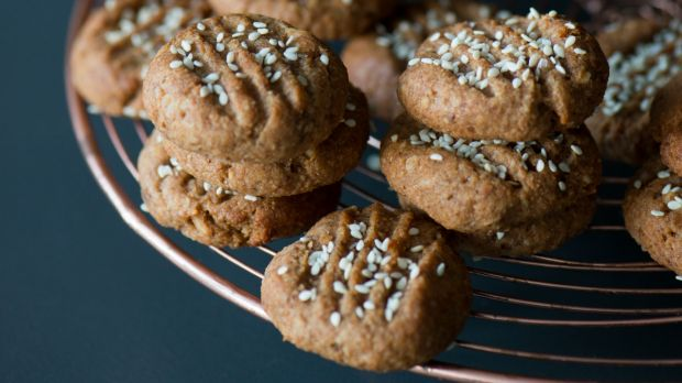 Banana and almond butter cookies