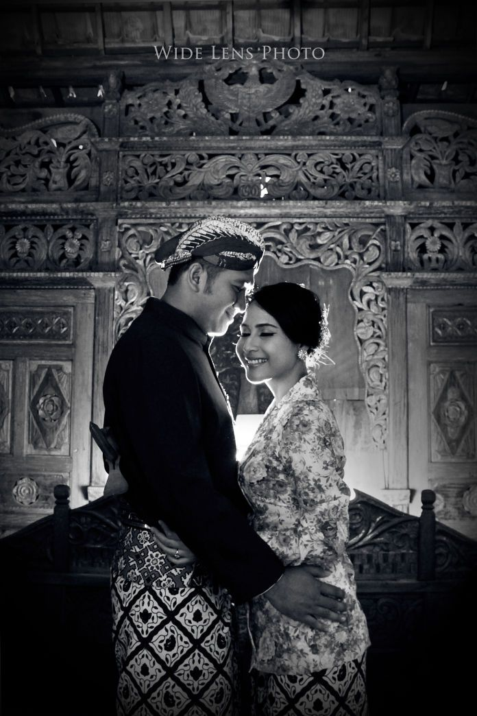 Javanese wedding photoshoot ideas | Wedding Vendors and Ideas | http://www.bridestory.com/wide-lens-photo/projects/prewedding-project-bowo-irma