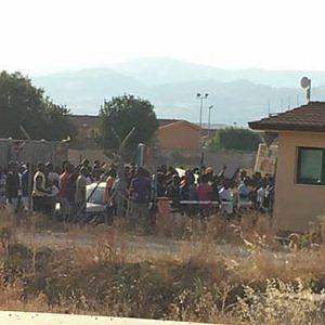 Offerte di lavoro Palermo  Centinaia di migranti stanno manifestando contro le nuove misure introdotte nei giorni scorsi dopo una riunione del comitato per la sicurezza e l'ordine...  #annuncio #pagato #jobs #Italia #Sicilia Catania protesta al Cara di Mineo: bloccata la strada statale