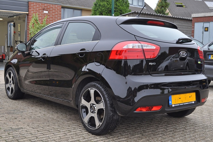 Superglans op de Kia Rio na het wegpolijsten van krassen en poetsen met Black Hole en Liquid Blue | Everyday car Kia Rio with super wetlook after polishing