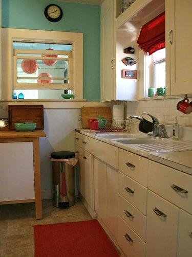 cute #vintage tiny #bungalow #kitchen