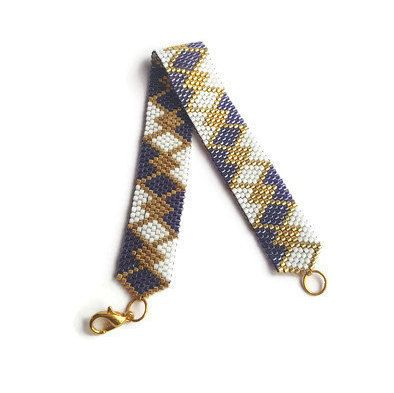 Ce bracelet peyote magnifique est fait à la main, en ajoutant chaque perle un par un, pour le tissage Peyote. Ce bracelet est léger et très agréable à porter. Je vais créer chaque bracelet à la commande, donc il s'adapte à votre poignet. Cette manchette tissée est disponible dans les