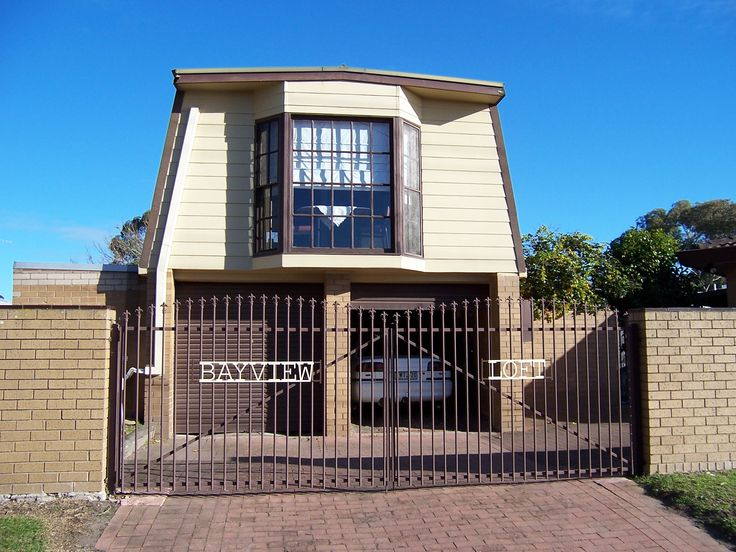 Bayview Loft, Bed and Breakfast, Holiday Rentals in Paynesville, VIC #luxuryholidays #holidays www.OzeHols.com.au/62