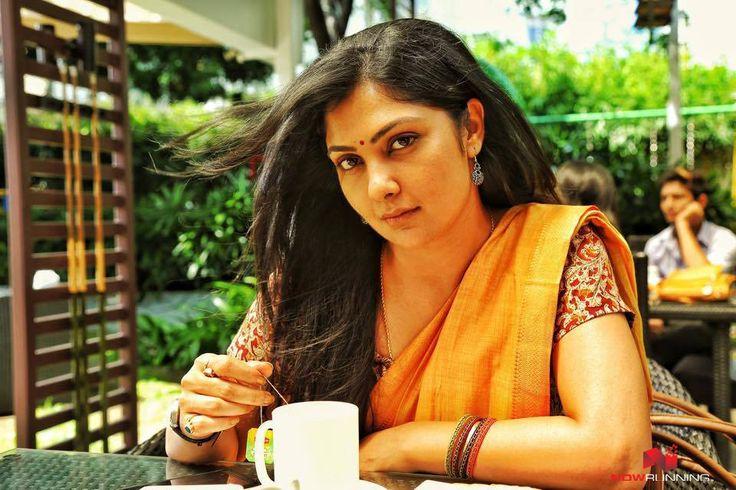 Kamalinee Mukherjee in Iraivi
