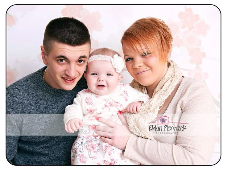 Families. Parents and baby girl. Rhian Pieniazek Photography.