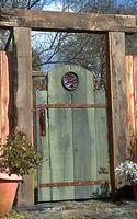 Google Image Result for http://bp1.blogger.com/_N3LY0wR5ah8/RxJoVqbX3zI/AAAAAAAAAaQ/S2zjAU80hdI/s320/recycled+garden+gates_circlerose.jpg