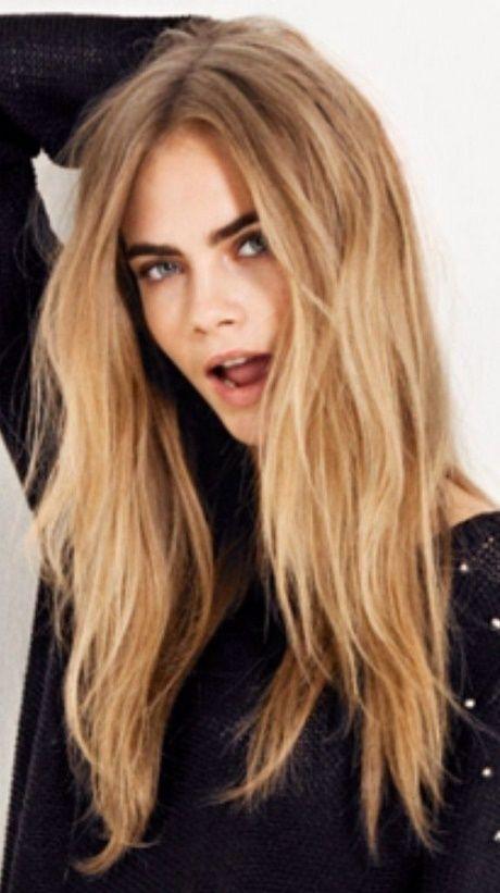 Mittlerer Teil mittlerer Länge Frisuren