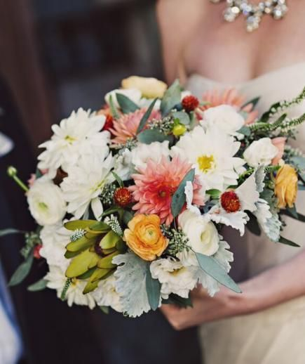 Some of our favorite flowers for this time of year are dahlias, chocolate cosmos, anemones (back after the heat of the Summer!), and textural elements that feel foraged (like purple queen annes lace, astrantia, fiddlhead ferns, and various types of berries).
