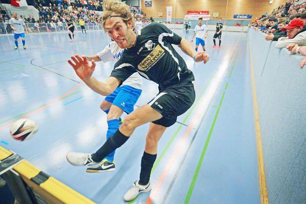 Die Realschule Jöllenbeck ist zu klein: Endrunde der Hallenfußball-Stadtmeisterschaft zieht um : Finale in der Seidensticker-Halle