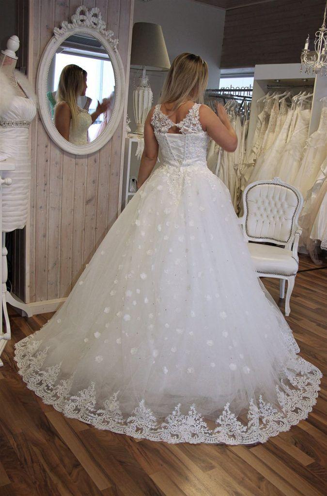 Braut Und Abendmode Brilon In 2020 Braut Und Abendmode Kleid Hochzeit Hochzeitskleid Spitze